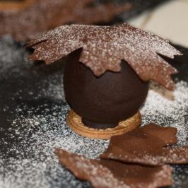 Boule Chocolat Meringuée et Feuilles D'Érable Croustillantes